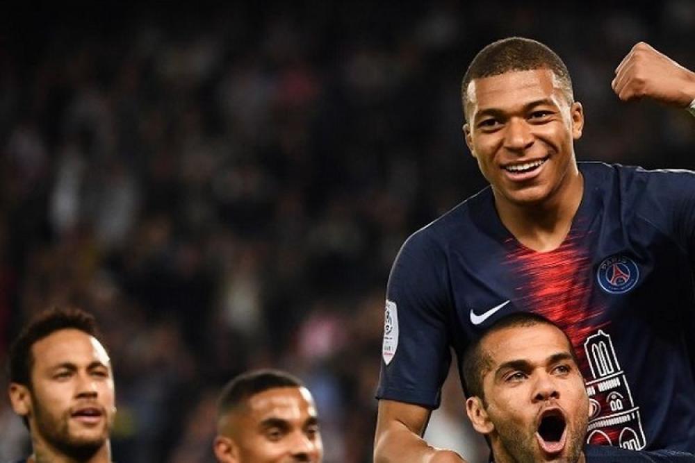 الجوهرة الفرنسية تقود فريقها إلى التتويج