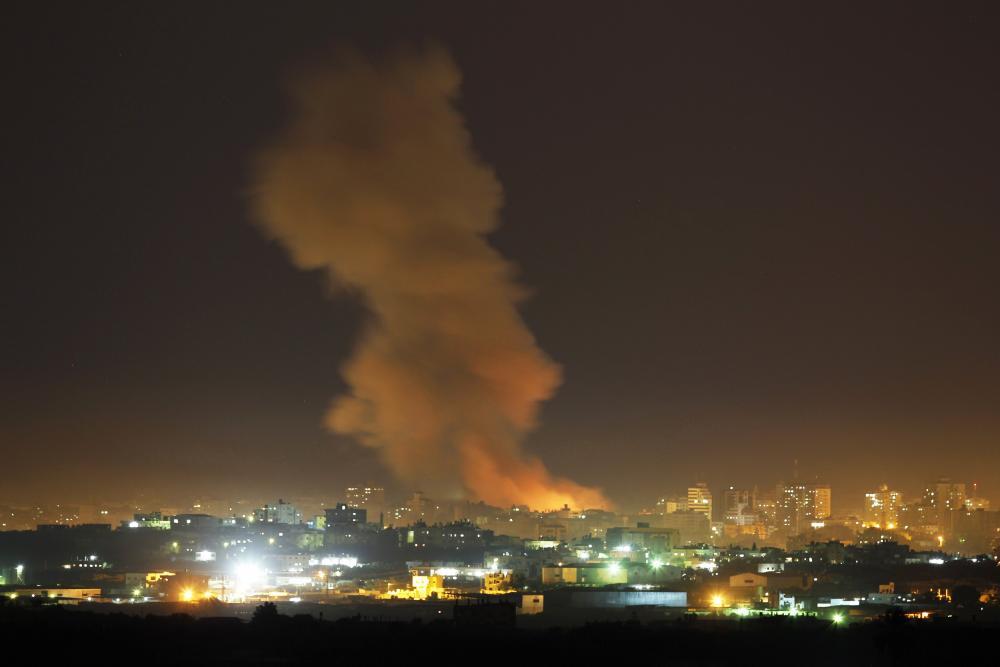 الاحتلال يقصف قطاع غزة بعد أزمة البالونات الحارقة