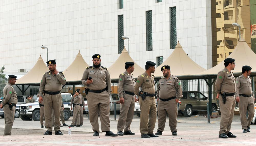 الشرطة السعودية تستهدف محال السوريين
