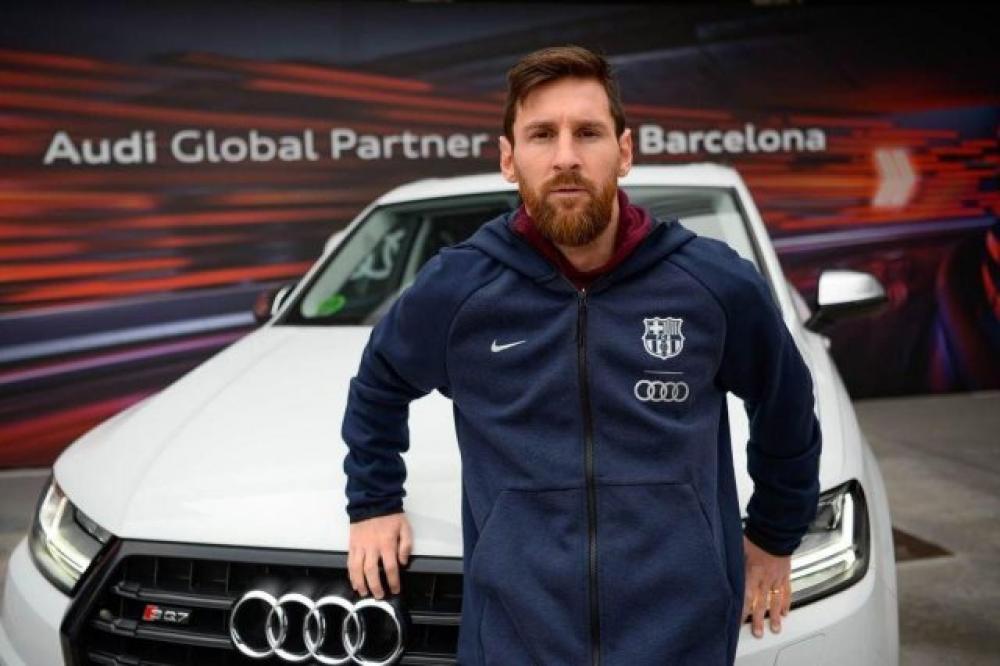 أودي تطالب لاعبي برشلونة بإعادة سياراتها