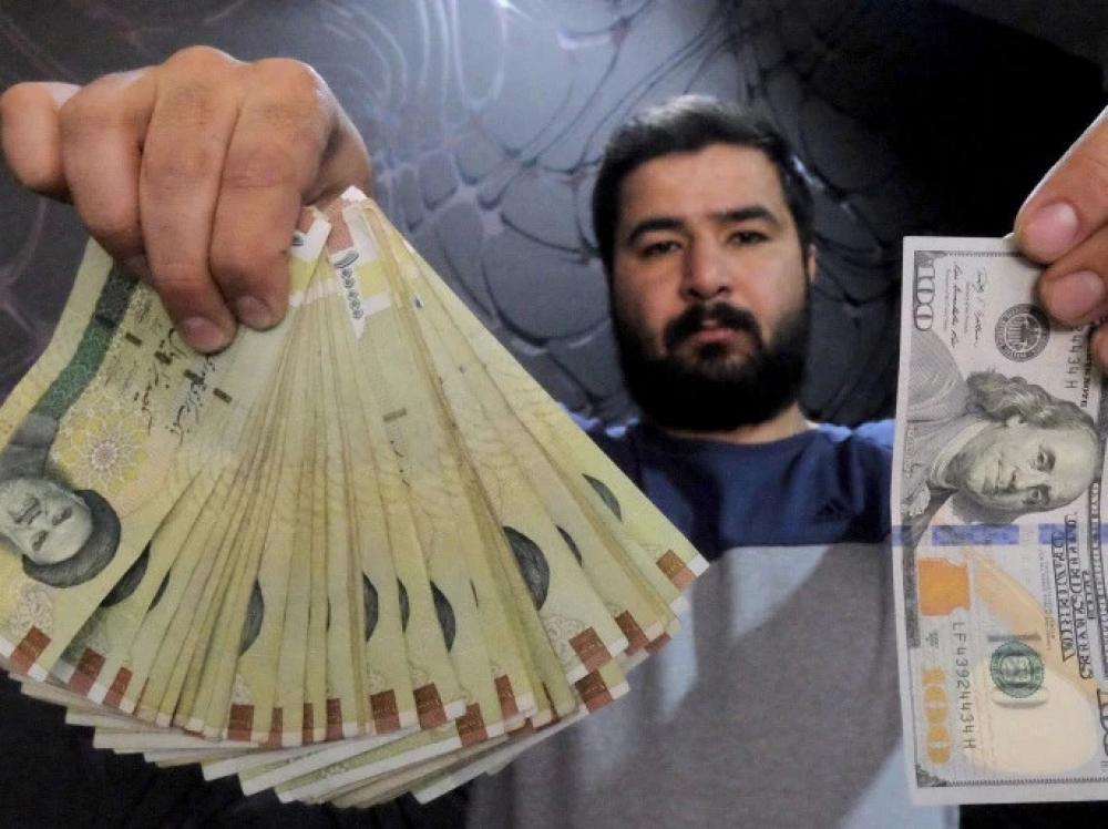 انهيار تاريخي للعملة الإيرانية !
