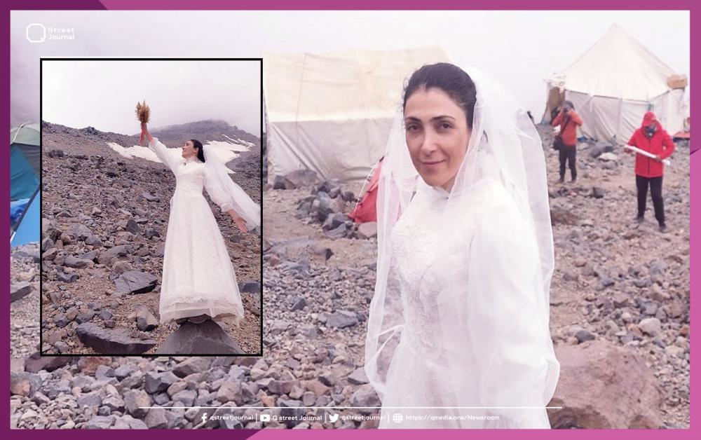 بالصور.. فتاة تُعلن زواجها من «جبل»!