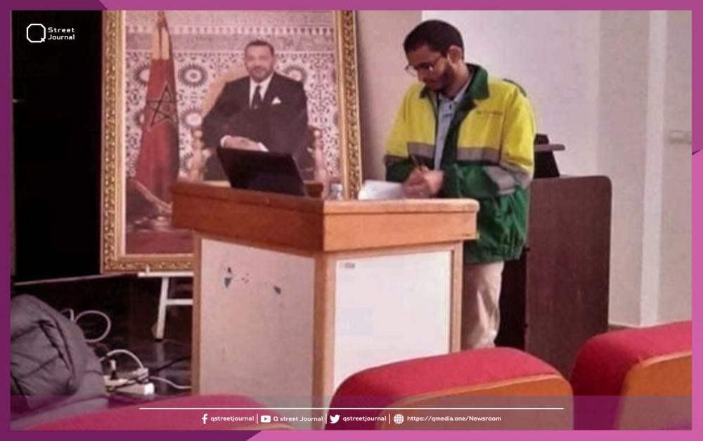 طالب مغربي يناقش رسالة الدكتوراه بزي عمال النظافة