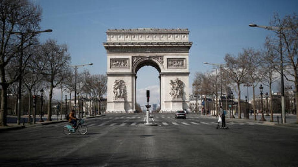 الرسوم الكاريكاتورية تصعد الأحداث في فرنسا.. تحذيرات بوجود قنبلة في باريس
