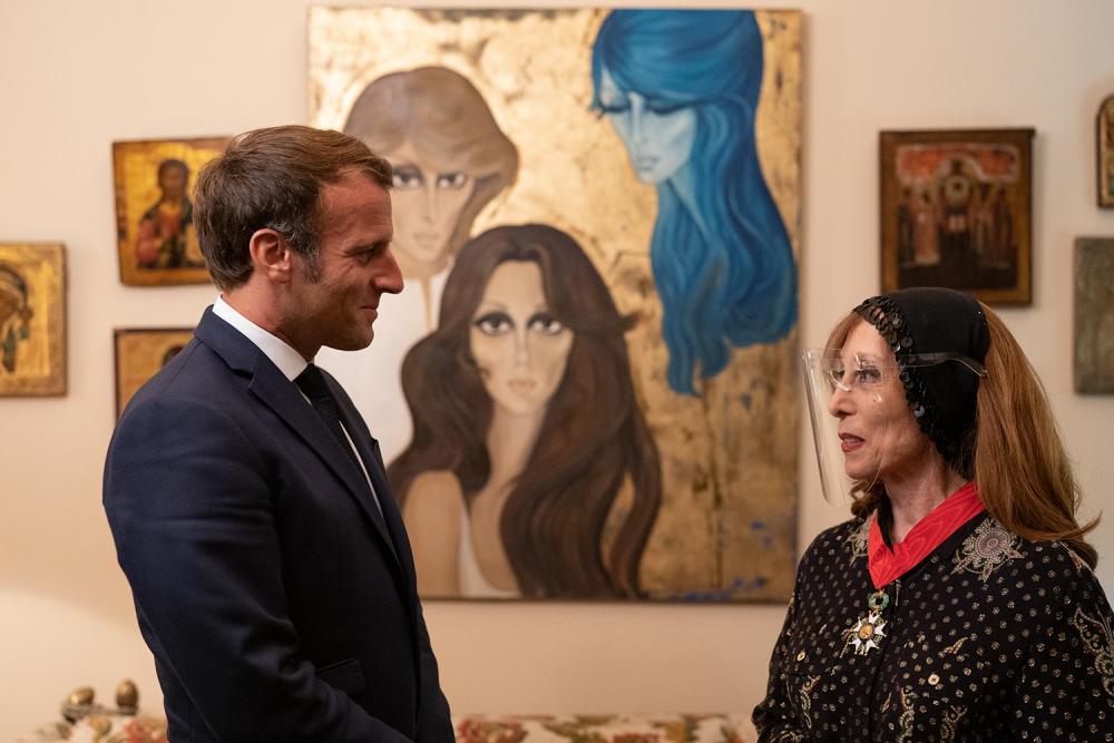 الصور الأولى لفيروز خلال زيارة الرئيس الفرنسي لها ؟