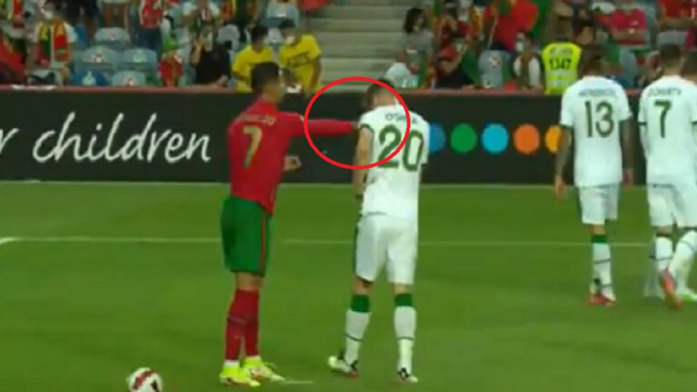 «رونالدو» ينجو من الطرد بعد الاعتداء على مدافع «إيرلندا»